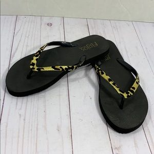 Flojos animal print flip flop sandals size 5-6